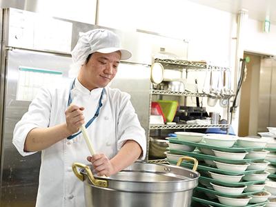 [調理師] お料理が好きな方にピッタリ♪ 幅広い層がライフスタイルに合わせて活躍中!