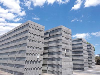 意欲・人柄重視![正社員]当社は松山で唯一のブロック製造会社です ★未経験者大歓迎!異業種からの転職もOK ★当社全額負担!働きながら資格を取れますイメージ03